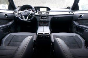 Autoinnenraum Sitze Cockpit Leder Polster Lenkrad Frontscheibe Feuchtigkeit