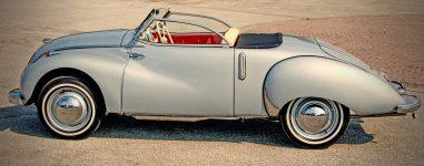 Oldtimer Cabrio Silber Asphalt