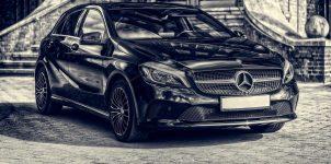 Schwarzer Lack Auto Mercedes Limousine Einfahrt Hof Architektur Villa