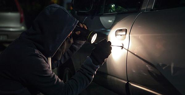 Autodiebstahl in der Nacht