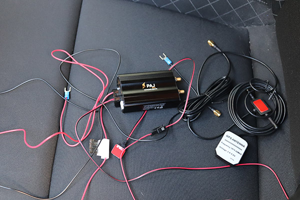 PAJ GPS Tracker im Auto verstecken Anbringung